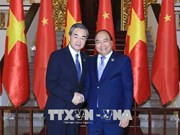 越南政府总理阮春福会见中国外交部长王毅