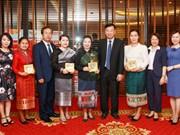 老挝建国阵线中央委员会代表团对广宁省进行访问