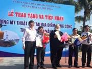 越南岘港市获赠两尊艺术雕像