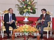 越南政府总理阮春福与老挝政府总理通伦·西苏里举行双边会晤