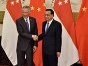 中国与新加坡承诺推动双方合作向纵深发展