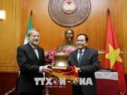 越南祖国阵线中央委员会主席陈清敏会见伊朗伊斯兰共和国议会议长阿里•拉里贾尼