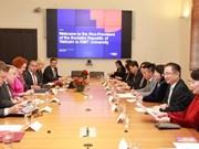 越南国家副主席邓氏玉盛造访澳大利亚皇家墨尔本理工大学