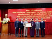 越南驻老挝大使馆荣获一级劳动勋章