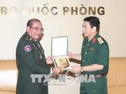 越南人民军总参谋长会见柬埔寨王国皇家武装最高指挥部副联合参谋长