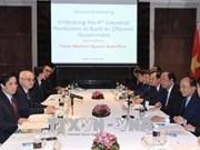 政府总理阮春福会见在新加坡的科学家和知识分子