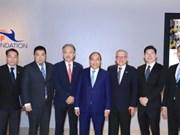 政府总理阮春福同新加坡一流企业集团领导举行对话会