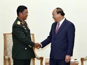 越南政府总理阮春福会见老挝人民军总参谋长