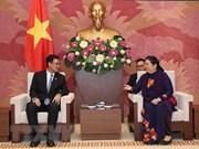 越南国会副主席丛氏放会见老挝人民革命党共青团中央书记