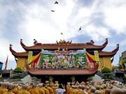 越南祖国阵线中央委员会主席陈青敏向国内外佛教信徒致贺信