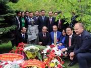 胡志明主席诞辰128周年:越俄两国将教育培训置于最优先地位