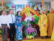 越共中央民运部部长张氏梅走访慰问越南佛教教会证明理事会法主