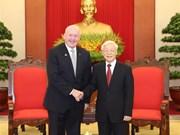 越共中央总书记阮富仲和国会主席阮氏金银分别会见澳大利亚总督科斯格罗夫