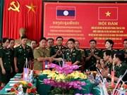 河静省边防部队同老挝甘蒙省军事指挥部和安全厅举行会谈