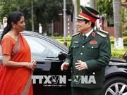 印度国防部长对越南进行正式访问
