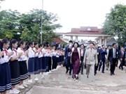 国家副主席邓氏玉盛会见老越友好协会主席  启程前往琅勃拉邦省