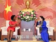 阮氏金银会见世界银行东亚与太平洋地区副行长维多利亚·克瓦