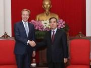 越共中央经济部部长阮文平会见世界经济论坛执行董事