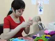 一名美国热心妇女竭尽全力帮助越南橙毒剂受害者