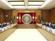 越南国会副主席丛氏放与老挝国会副主席森暖举行会谈