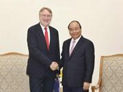 越南政府总理阮春福会见欧洲议会国际贸易委员会主席博纳德·朗耶一行