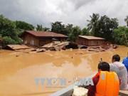 旅居老挝越南人为老挝阿速坡溃坝受灾民众捐款