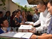 越南驻柬代表机构和企业为旅柬越侨和柬埔寨贫困灾民提供援助