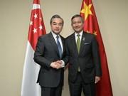 中国和新加坡坚持多边主义和自由贸易