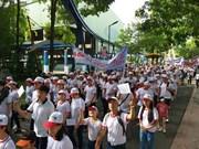 胡志明市5千多人参加为橙剂受害者和贫困残疾人步行筹款活动
