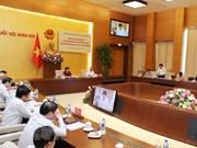 越共中央检查团与国会党团举行工作会谈