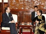 国家副主席会见法国大使