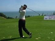 高尔夫球慈善赛为越南儿童捐款