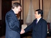 国家主席阮明哲接见了芬兰诺基亚集团副主席