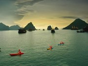 拨打电话评选下龙湾为世界7个新自然奇观之一