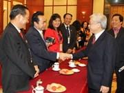 越共中央总书记、国会主席阮富仲会见越桥代表团