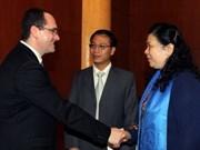 推动越南—罗马尼亚的经济和教育培训合作关系