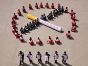 """越南高级专家荣获世界卫生组织""""2011年世界无烟日""""的奖状"""