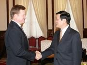 国家主席张晋创会见美国参议员吉姆·韦柏