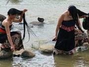 山罗省琼街县恢复白傣族洗头节