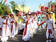 2011年卡特节的女神衣服迎轿仪式在平顺省举行
