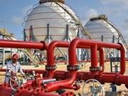 榕桔炼油厂将增建两个储油罐