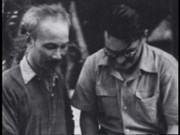 """法国记者将""""胡志明—和平的渴望""""纪录片赠给越南"""