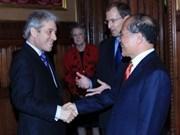 越南与英国加强战略伙伴关系