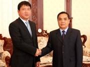 加强越南与老挝在交通运输领域的合作关系