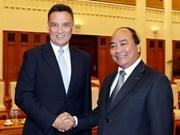 越南政府副总理阮春福会见澳大利亚外交贸易部长