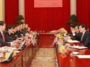 国家主席张晋创接见越南青年企业家协会历代领导人