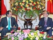 智利参议院代表团正式访问越南