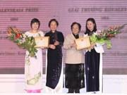 越南两名优秀女士荣获越南妇联柯瓦奖项