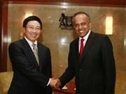 推动越南与新加坡关系迈上新台阶