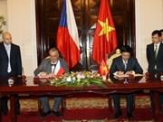 南政府总理阮晋勇会见捷克副总理兼外交部长